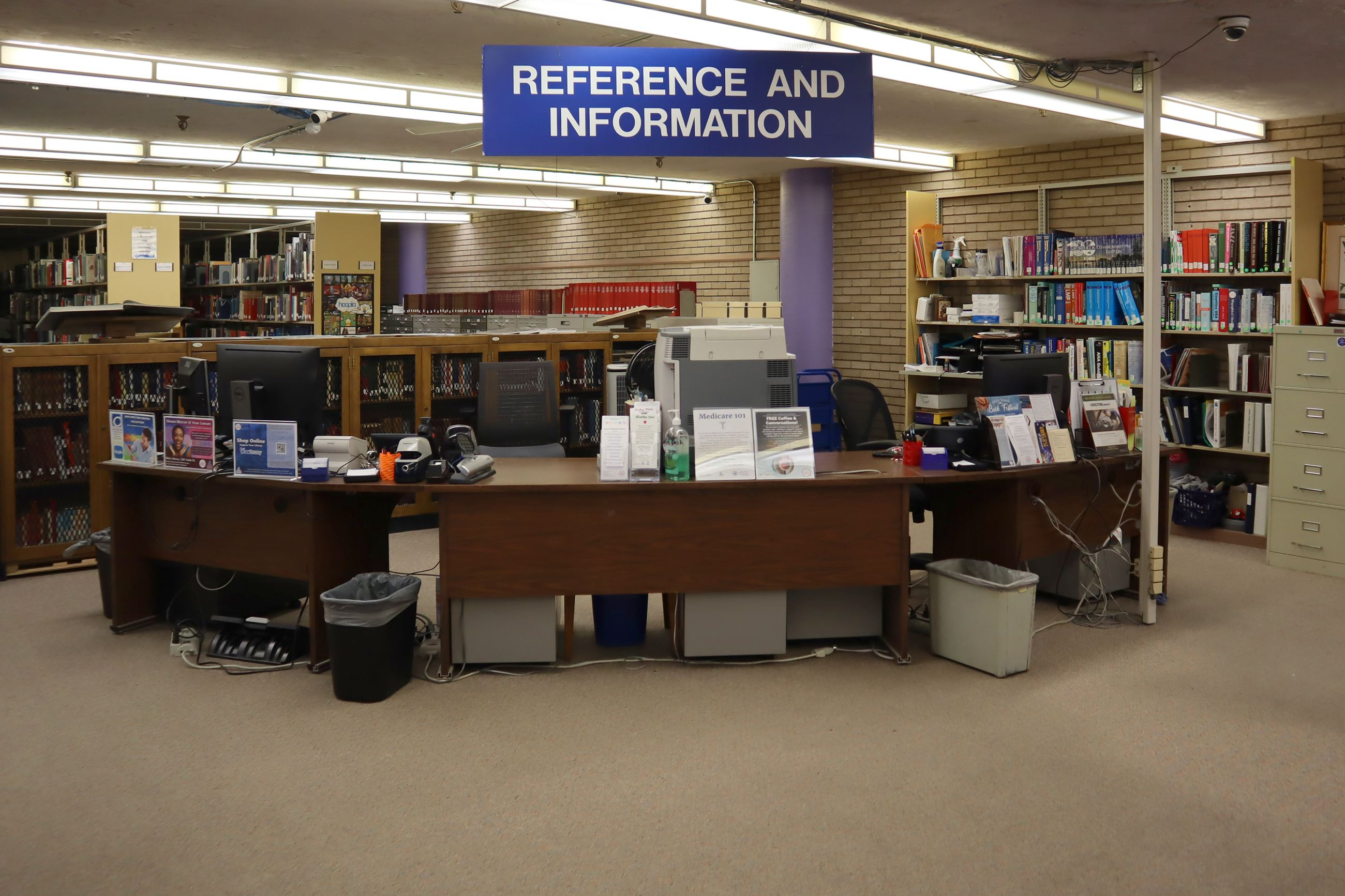 Reference Department - Librarian Service Desk
